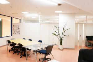 神戸・三宮のコワーキングスペース レンタルスペースセッションルーム
