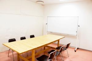 神戸・三宮のコワーキングスペース レンタルスペース会議室202